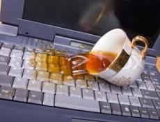 Khắc phục sự cố khi laptop bị dính nước